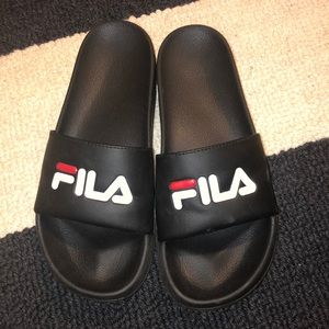 Black Fila slides - W7